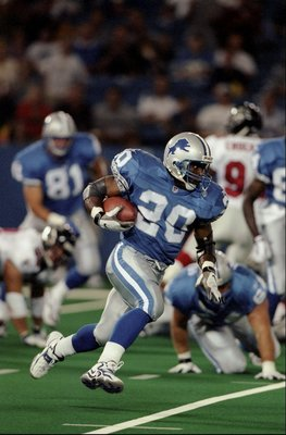 14 Aug 1998:  Running back Barry Sanders #20 of the Detroit Lions in action during the pre-season game against the Atlanta Falcons at the Pontiac Silverdome in Pontiac, Michigan. The Falcons defeated the Lions 7-3.