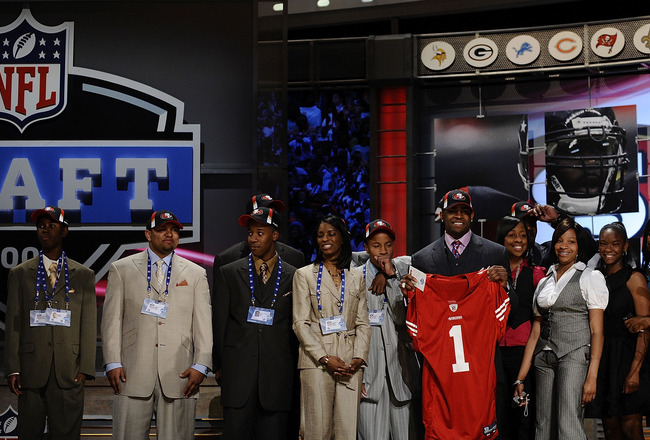 NEW YORK - APRIL 25:  San Francisco 49ers #10 draft pick Michael Crabtree poses with his family at Radio City Music Hall for the 2009 NFL Draft on April 25, 2009 in New York City  (Photo by Jeff Zelevansky/Getty Images)