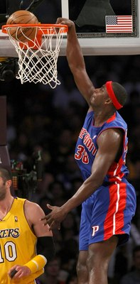 LOS ANGELES, CA - NOVEMBER 14:  Kwame Brown #38 of the Detroit Pistons dunks against the Los Angeles Lakers on November 14, 2008 at Staples Center in Los Angeles, California.   NOTE TO USER: User expressly acknowledges and agrees that, by downloading and/