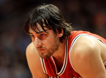 CHICAGO, IL - DECEMBER 28: Andrew Bogut #6 of the Milwaukee Bucks waits for a member of the Chicago Bulls to shoot a free-throw at the United Center on December 28, 2010 in Chicago, Illinois. The Bulls defeated the Bucks 90-77. NOTE TO USER: User expressl