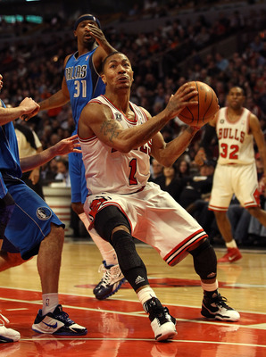 CHICAGO, IL - JANUARY 20: Derrick Rose #1 of the Chicago Bulls moves to shoot against the Dallas Mavericks at the United Center on January 20, 2011 in Chicago, Illinois. The Bulls defeated the Mavericks 82-77. NOTE TO USER: User expressly acknowledges and