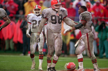 20 NOV 1994:  CLEVELAND DEFENSIVE LINEMAN ANTHONY PLEASANT  DURING THE BROWNS 20-13 LOSS TO THE KANSAS CITY CHIEFS AT ARROWHEAD STADIUM IN KANSAS CITY, MISSOURI. Mandatory Credit: Todd Rosenberg/ALLSPORT