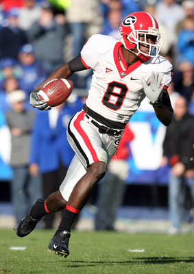 LEXINGTON, KY - NOVEMBER 08: A.J. Green #8 of the Georgia Bulldogs runs with the ball during the game against the Kentucky Wildcats at the Commonwealth Stadium on November 8, 2008 in Lexington, Kentucky. (Photo by Andy Lyons/Getty Images)