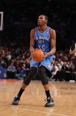NEW YORK - DECEMBER 22:  Kevin Durant of the Oklahoma City Thunder in action against the New York Knicks at Madison Square Garden on December 22, 2010 in New York, New York.   NOTE TO USER: User expressly acknowledges and agrees that, by downloading and/o