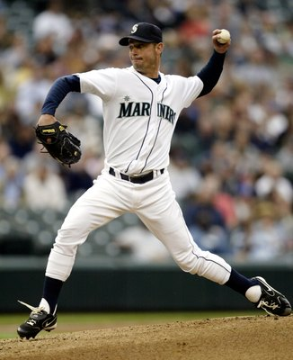 SEATTLE - JULY 5:  Starting pitcher Jamie Moyer #50 of the Seattle Mariners throws against the Los Angeles Angels of Anaheim on July 5, 2006 at Safeco Field in Seattle, Washington.  (Photo by Otto Greule Jr/Getty Images)