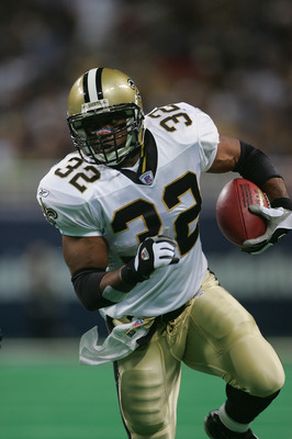 ST. LOUIS - SEPTEMBER 26:  Running back Ki-Jana Carter #32 of the New Orleans Saints carries the ball against the St. Louis Rams during the game at the Edward Jones Dome on September 26, 2004 in St. Louis, Missouri. Saints defeated the Rams 28-25 in overt