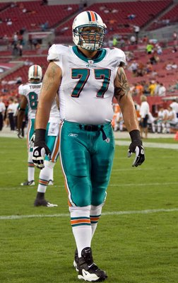 TAMPA, FL - AUGUST 27:  Offensive lineman Jake Long #77 of the Miami Dolphins warms up just prior to the start of the game against the Tampa Bay Buccaneers at Raymond James Stadium on August 27, 2009 in Tampa, Florida.  (Photo by J. Meric/Getty Images)