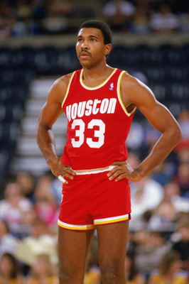 1987:  Robert Reid #33 of the Houston Rockets looks on during a game in the1987-88 season. NOTE TO USER: User expressly acknowledges and agrees that, by downloading and/or using this Photograph, User is consenting to the terms and conditions of the Getty