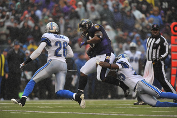 BALTIMORE - DECEMBER 13:  Le'Ron McClain #33 of the Baltimore Ravens runs the ball during the first half against the Detroit Lions at M&T Bank Stadium on December 13, 2009 in Baltimore, Maryland. (Photo by Larry French/Getty Images)