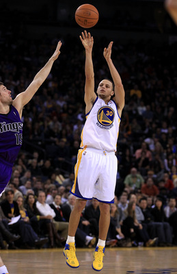 OAKLAND, CA - JANUARY 21:  Stephen Curry #30 of the Golden State Warriors shoots the ball during their game against the Sacramento Kings at Oracle Arena on January 21, 2011 in Oakland, California. NOTE TO USER: User expressly acknowledges and agrees that,