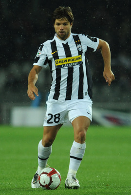 TURIN, ITALY - OCTOBER 17:  Ribas Da Cunha Diego of Juventus FC in action during the Serie A match between Juventus FC and ACF Fiorentina at Olimpico Stadium on October 17, 2009 in Turin, Italy.  (Photo by Valerio Pennicino/Getty Images)