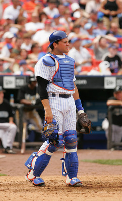 FLUSHING, NY - JULY 2:  Catcher Mike Piazza #31 of the New York Mets is on the field during the game against the Florida Marlins at Shea Stadium on July 2, 2005 in Flushing, New York. The Marlins won 7-3. (Photo by Ezra Shaw/Getty Images)