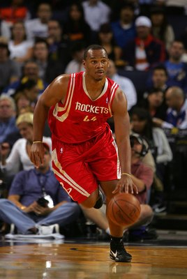 OAKLAND, CA - OCTOBER 28:  Chuck Hayes #44 of the Houston Rockets dribbles the ball during their game against the Golden State Warriors at Oracle Arena on October 28, 2009 in Oakland, California.  (Photo by Ezra Shaw/Getty Images)