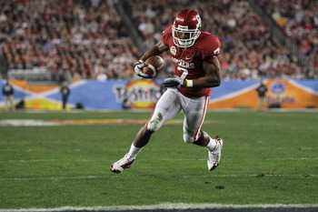 GLENDALE, AZ - JANUARY 01:  DeMarco Murray #7 of the Oklahoma Sooners runs the football to score a touchdown in the first quarter against the Connecticut Huskies during the Tostitos Fiesta Bowl at the Universtity of Phoenix Stadium on January 1, 2011 in G
