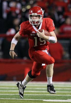 PISCATAWAY, NJ - OCTOBER 08:  Chas Dodd #19 of the Rutgers Scarlet Knights runs the ball against the Connecticut Huskies at Rutgers Stadium on October 8, 2010 in Piscataway, New Jersey.  (Photo by Jim McIsaac/Getty Images)