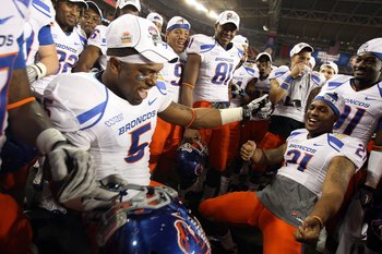 GLENDALE, AZ - JANUARY 04:  The Boise State Broncos celebrate after defeating the TCU Horned Frogs 17-10 during the Tostitos Fiesta Bowl at the Universtity of Phoenix Stadium on January 4, 2010 in Glendale, Arizona.  (Photo by Jed Jacobsohn/Getty Images)
