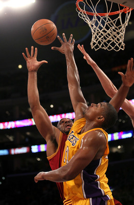 An engaged Andrew Bynum strengthens the Lakers' defense.