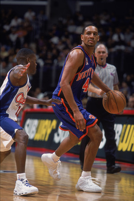 18 Nov 2001:  Howard Eisley #4 of the New York Knicks dribbles the ball during the game against the Los Angeles Clippers at the STAPLES Center in Los Angeles, California. The Clippers defeated the Knicks 99-86.  NOTE TO USER: User expressly acknowledges a