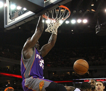 OAKLAND, CA - MARCH 15:  Shaquille O'Neal #32 of the Phoenix Suns dunks over Kelenna Azubuike #7 of the Golden State Warriors during an NBA game on March 15, 2009 at Oracle Arena in Oakland, California. NOTE TO USER: User expressly acknowledges and agrees