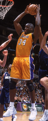 05 Dec 2001:  Center Shaquille O''Neal #34 of the Los Angeles Lakers drives to the basket against the Dallas Mavericks during the NBA game at the Staples Center in Los Angeles, California.  The Lakers defeated the Mavericks 98-94.  NOTE TO USER: User expr