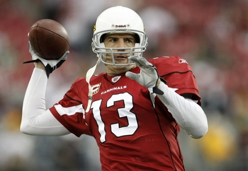 GLENDALE, AZ - JANUARY 10:  Quarterback Kurt Warner #13 of the Arizona Cardinals warms up prior to the 2010 NFC wild-card playoff game against the Green Bay Packers at University of Phoenix Stadium on January 10, 2010 in Glendale, Arizona.   (Photo by Jef