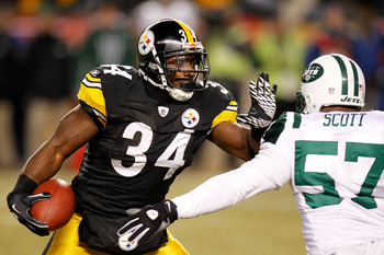 PITTSBURGH, PA - JANUARY 23:  Rashard Mendenhall #34 of the Pittsburgh Steelers runs down field against Bart Scott #57 of the New York Jets during the 2011 AFC Championship game at Heinz Field on January 23, 2011 in Pittsburgh, Pennsylvania. The Steelers