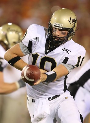 LOS ANGELES, CA - SEPTEMBER 01: Nathan Enderle #10 of the University of Idaho Vandals hands off the ball during the game against the USC Trojans at the Los Angeles Memorial Coliseum on September 1, 2007 in Los Angeles, California.  (Photo by Lisa Blumenfe