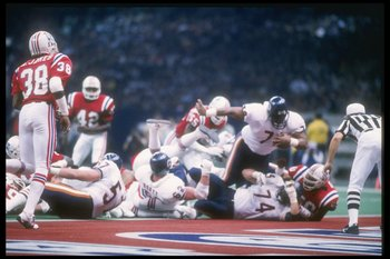 26 Jan 1986: Defensive tacke William Perry #72 of the Chicago Bears dives in for a touchdown during Super Bowl XX against the New England Patriots at the Superdome in New Orleans, Lousiana. The Bears won the game, 46-10.