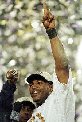 28 Jan 2001:  Ray Lewis # 52 of the Baltimore Ravens lets everyone know who is #1 after Super Bowl XXXV between the Baltimore Ravens and the New York Giants at Raymond James Stadium in Tampa, Florida. Mandatory Credit: Andy Lyons/ALLSPORT