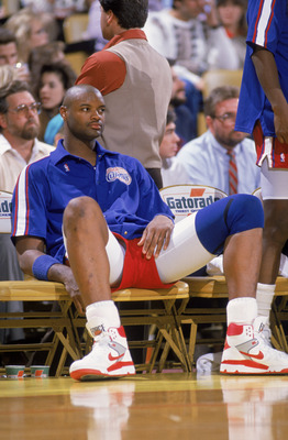 LOS ANGELES - JANUARY 1:  Benoit Benjamin #00 of the Los Angeles Clippers rests during the NBA game against the Los Angeles Lakers at the Great Western Forum, in Los Angeles, California on January 1, 1988.  NOTE TO USER: User expressly acknowledges and ag