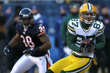 CHICAGO, IL - JANUARY 23:  Wide receiver Jordy Nelson #87 of the Green Bay Packers catches a pass in front of Danieal Manning #38 of the Chicago Bears in the third quarter in the NFC Championship Game at Soldier Field on January 23, 2011 in Chicago, Illin