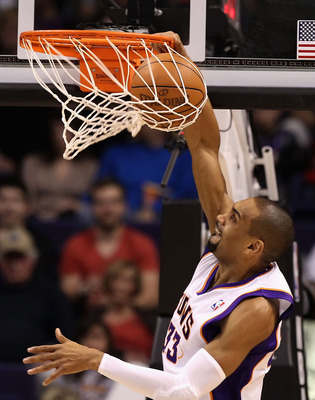 PHOENIX, AZ - JANUARY 14:  Grant Hill #33 of the Phoenix Suns slam dunks the ball during the NBA game against the Portland Trail Blazers at US Airways Center on January 14, 2011 in Phoenix, Arizona. The Suns defeated the Trail Blazers 115-111. NOTE TO USE