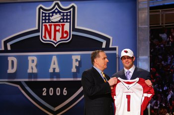 NEW YORK - APRIL 29:  Former USC quarterback Matt Leinart (R) poses with Paul Tagliabue the NFL Commissioner after Leinart was drafted 10th overall by the Arizona Cardinals at the 2006 NFL Draft on April 29, 2006 at Radio City in New York City.  (Photo by
