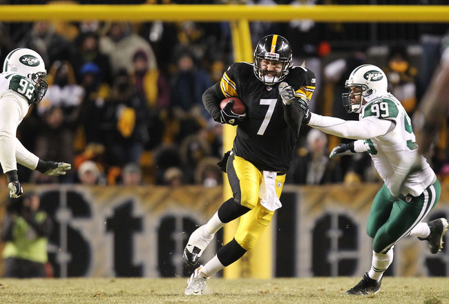 PITTSBURGH, PA - JANUARY 23:  Ben Roethlisberger #7 of the Pittsburgh Steelers runs down field against Jason Taylor #99 of the New York Jets in the 2011 AFC Championship game at Heinz Field on January 23, 2011 in Pittsburgh, Pennsylvania. The Steelers won
