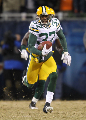 CHICAGO, IL - JANUARY 23:  Sam Shields #37 of the Green Bay Packers intercepts the game's final pass and runs for 32-yards to seal the 21-14 victory for the Packers against the Chicago Bears in the NFC Championship Game at Soldier Field on January 23, 201