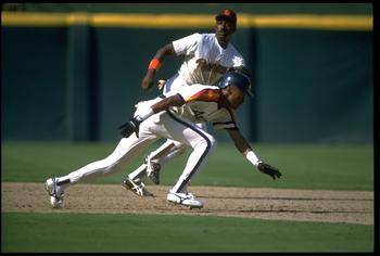 1989:  SAN DIEGO PADRES INFIELDER GARY TEMPLETON (TOP) ATTEMPTS TO PICK OFF HOUSTON ASTROS RUNNER ERIC YELDING AT JACK MURPHY STADIUM IN SAN DIEGO, CALIFORNIA.  MANDATORY CREDIT:  STEPHEN DUNN/ALLSPORT