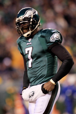 PHILADELPHIA, PA - JANUARY 09:  Michael Vick #7 of the Philadelphia Eagles reacts against the Green Bay Packers during the 2011 NFC wild card playoff game at Lincoln Financial Field on January 9, 2011 in Philadelphia, Pennsylvania.  (Photo by Chris Trotma