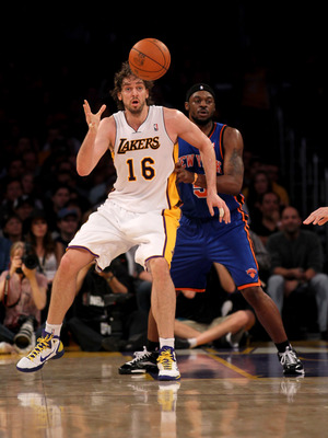 LOS ANGELES, CA - JANUARY 9:  Pau Gasol #16 of the Los Angeles Lakers catches a pass in front of Bill Walker #5 of the New York Knicks at Staples Center on January 9, 2011 in Los Angeles, California.  NOTE TO USER: User expressly acknowledges and agrees t