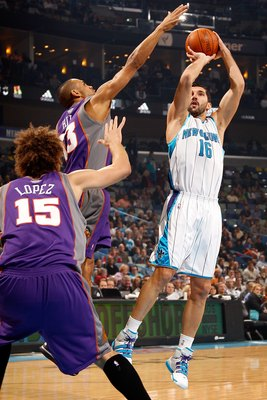 NEW ORLEANS - FEBRUARY 01:  Peja Stojakovic #16 of the New Orleans Hornets shoots the ball over Grant Hill #33 of the Phoenix Suns at the New Orleans Arena on February 1, 2010 in New Orleans, Louisiana.  NOTE TO USER: User expressly acknowledges and agree