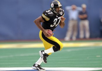 18 Oct 1998:  Cornerback Carnell Lake #37 of the Pittsburgh Steelers in action during the game against the Baltimore Ravens at the Three Rivers Stadium in Pittsburgh, Pennsylvania. The Steelers defeated the Ravens 16-6. Mandatory Credit: Brian Bahr  /Alls