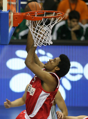 BERLIN - MAY 01:  Josh Childress of Piraeus in action during the Euroleague Basketball Final Four Semi Final game between Olympiacos Piraeus and Panathinaikos Athen at O2 World on May 1, 2009 in Berlin, Germany.  (Photo by Matthias Kern/Getty Images)