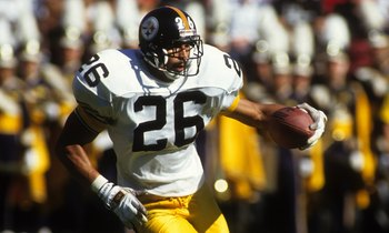 SAN FRANCISCO - OCTOBER 21:  Cornerback Rod Woodson #26 of the Pittsburgh Steelers runs with the ball during the game against the San Francisco 49ers at Candlestick Park on October 21, 1990 in San Francisco, California.  The 49ers won 27-7.  (Photo by Geo