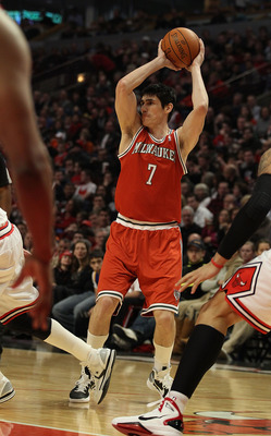 CHICAGO, IL - DECEMBER 28: Ersan Ilyasova #7 of the Milwaukee Bucks looks to pass against the Chicago Bulls at the United Center on December 28, 2010 in Chicago, Illinois. The Bulls defeated the Bucks 90-77. NOTE TO USER: User expressly acknowledges and a