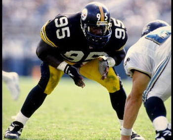 8 OCT 1995:  LINEBACKER GREG LLOYD OF THE PITTSBURGH STEELERS IN ACTION DURING THE STEELERS 20-16 LOSS TO THE JACKSONVILLE JAGUARS AT JACKSONVILLE MUNICIPAL STADIUM IN JACKSONVILLE, FLORIDA.  MANDATORY CREDIT:  ANDY LYONS/ALLSPORT