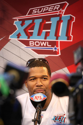 GLENDALE, AZ - JANUARY 29:  Defensive end Michael Strahan #92 of the New York Giants speaks during Giants media day for Super Bowl XLII at University of Phoenix Stadium on January 29, 2008 in Glendale, Arizona.  (Photo by Scott Halleran/Getty Images)