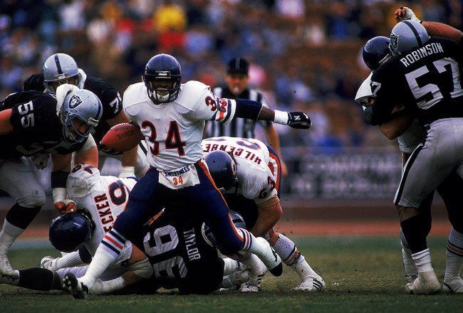 27 Dec 1987:  Walter Payton #34 of the Chicago Bears moves with the ball during the game against the Los Angeles Raiders at the Coliseum in Los Angeles, California. The Bears defeated the Raiders 6-3.. Mandatory Credit: Mike Powell  /Allsport