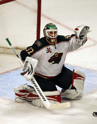 CHICAGO, IL - JANUARY 25: Niklas Backstrom #32 of the Minnesota Wild raises his glove as he protects the goal against the Chicago Blackhawks at the United Center on January 25, 2011 in Chicago, Illinois. The Wild defeated the Blackhawks 4-2.  (Photo by Jo