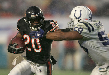 MIAMI GARDENS, FL - FEBRUARY 04:  Runningback Thomas Jones #20 of the Chicago Bears runs with the ball against the Indianapolis Colts during Super Bowl XLI on February 4, 2007 at Dolphin Stadium in Miami Gardens, Florida. The Colts defeated the Bears 29-1
