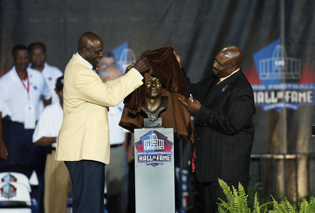 CANTON, OH - AUGUST 8: Bruce Smith and presenter Ted Cottrell unveil the bust of Smith at his induction into the Pro Football Hall of Fame during the 2009 enshrinement ceremony at Fawcett Stadium on August 8, 2009 in Canton, Ohio. (Photo by Joe Robbins/Ge
