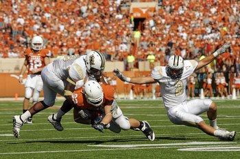 AUSTIN, TX - NOVEMBER 07:  Tight end Greg Smith #83 of the Texas Longhorns runs with a catch against the UCF Knights on November 7, 2009 at Darrell K Royal - Texas Memorial Stadium in Austin, Texas.  Texas won 35-3.  (Photo by Brian Bahr/Getty Images)